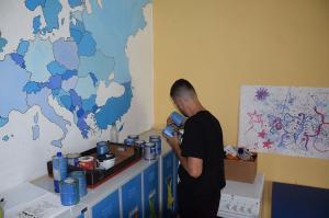 Izdelava evropskega zemljevida na steni v dnevnem centru