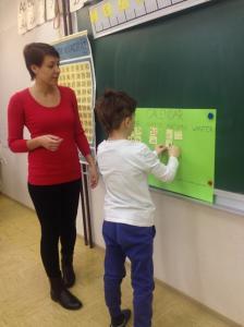 Dora pri pouku