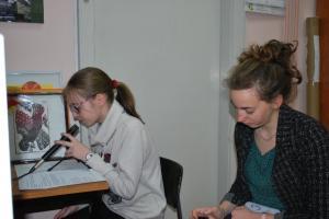 Sarah - pomoč pri šolskem radiu